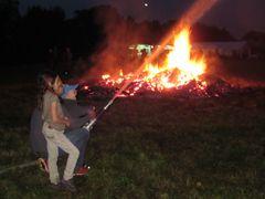 Johannisfeuer und die Bewacher
