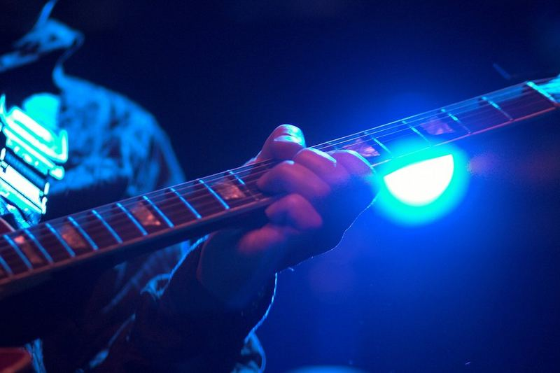 Johnny plays the Blues ...