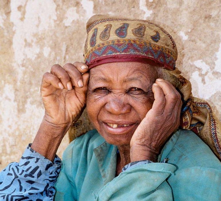 Joli sourire d'une jolie grand-mère!