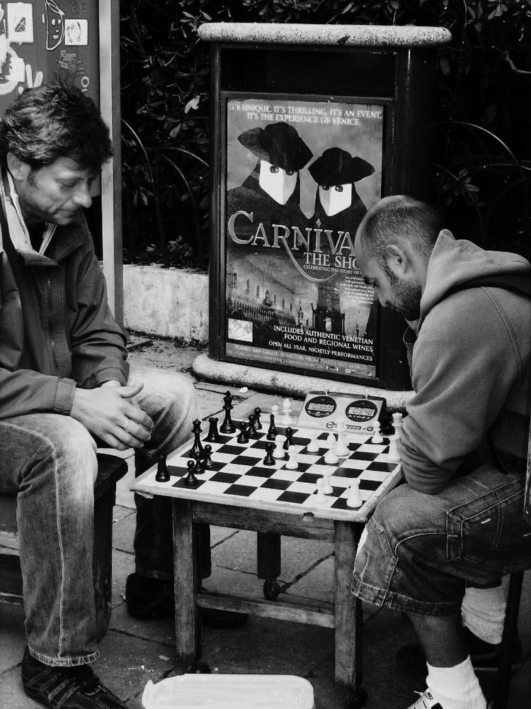 joueurs d'echecs à Venise (n et b)