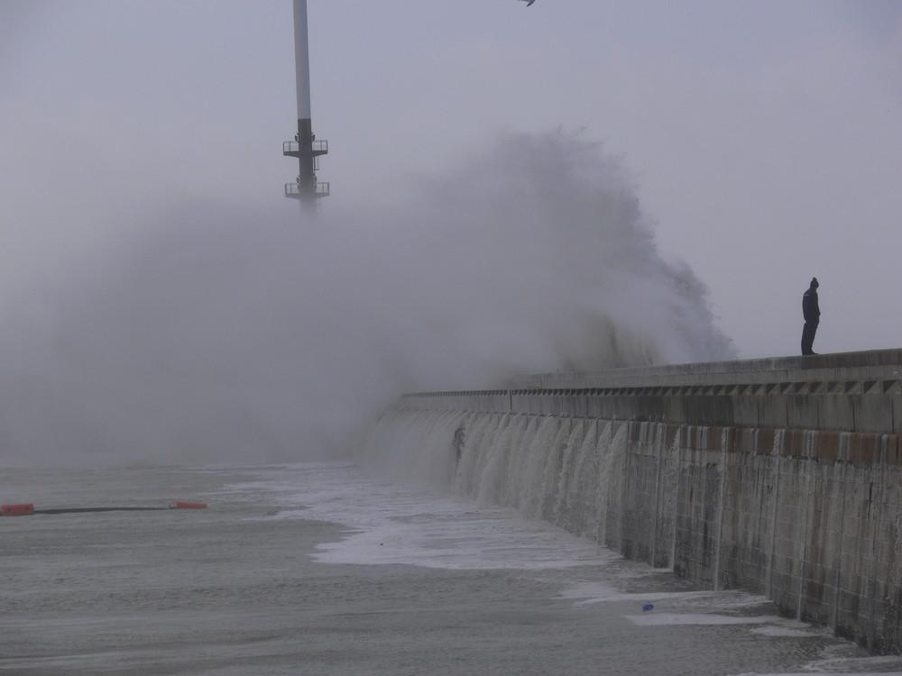 Journée chaude au Havre, ombrelle où parapluie ?