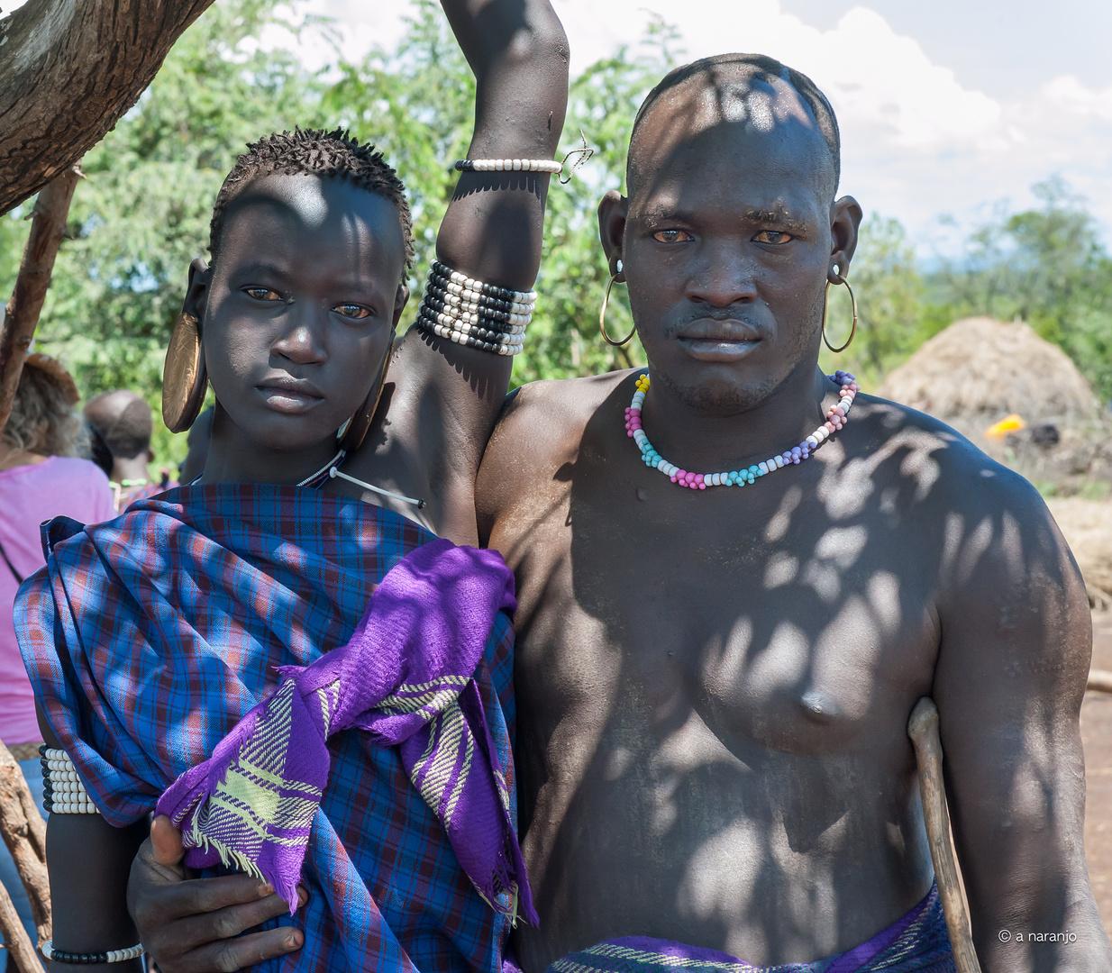 Jovenes mursi l Etiopia