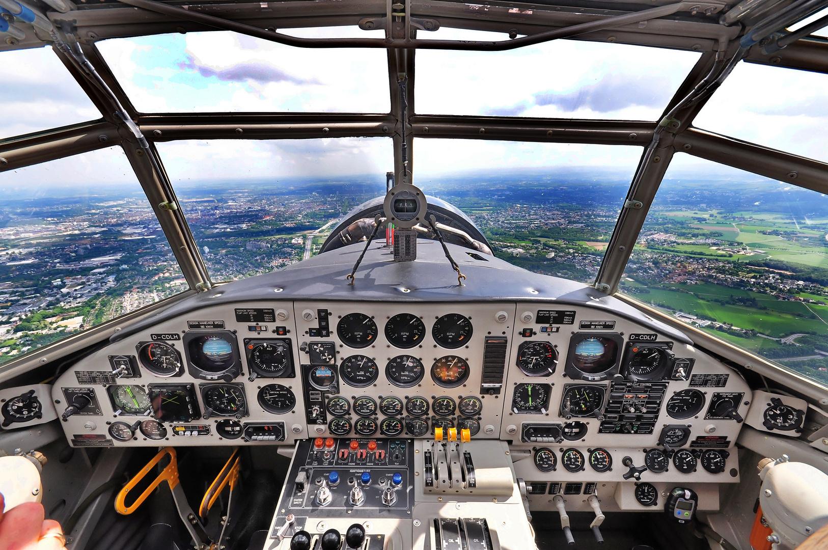 Ju 52 Cockpit nach dem heutigen Stand der Technik