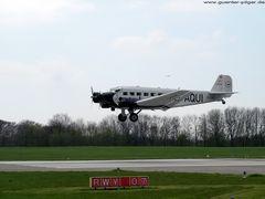 JU-52 der Deutschen Lufthansa – Landeanflug auf Essen