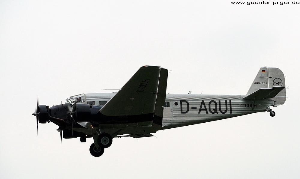 JU-52 der Deutschen Lufthansa - Landeanflug