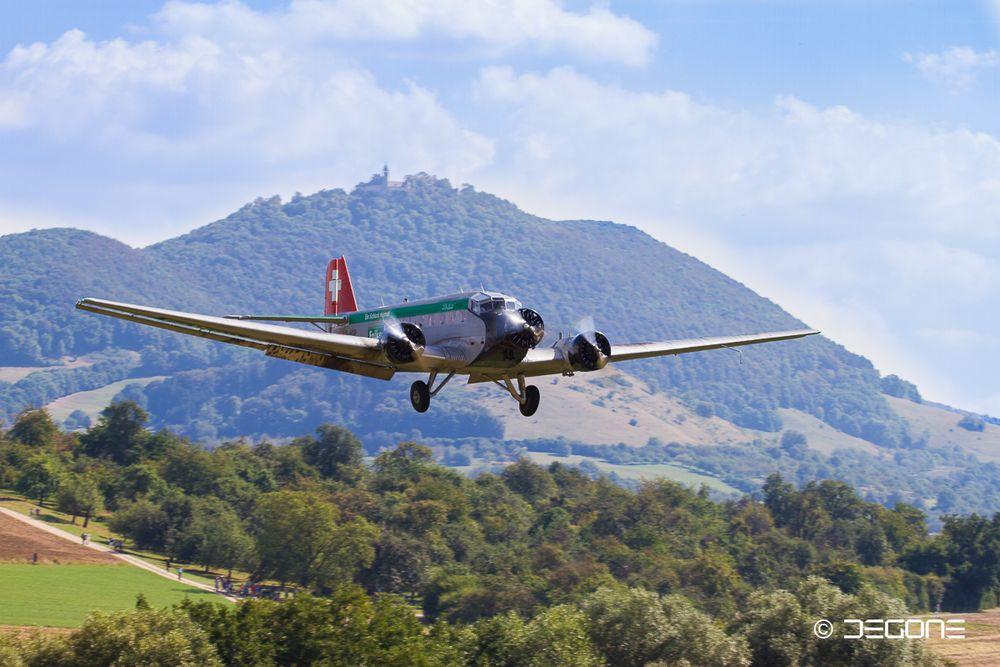 Ju 52 im Landeanflug