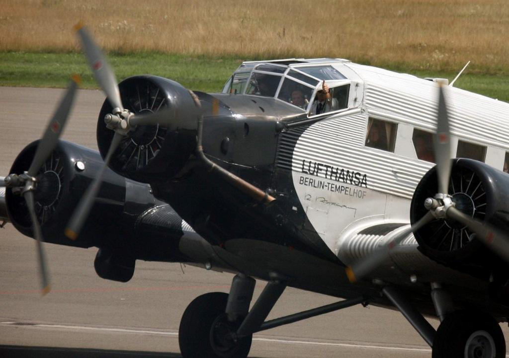 JU 52 zu Besuch auf dem Saarbrücker Flughafen