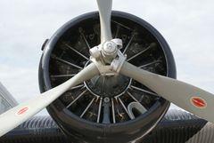 JU 52/3M (D-AQUI) 9 Zylindersternmotor