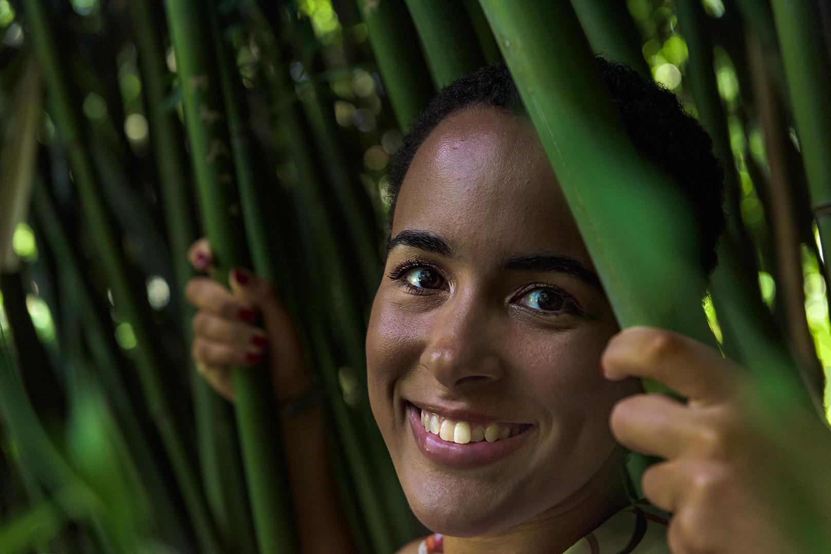 Juanita im Bambus