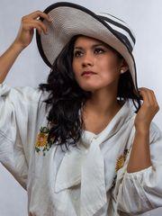 Juanita mit Hut
