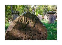 < ...Jüdischer Friedhof am Blomericher Weg... >