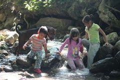 Juegos en el río