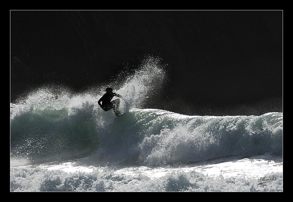 Jugando entre olas