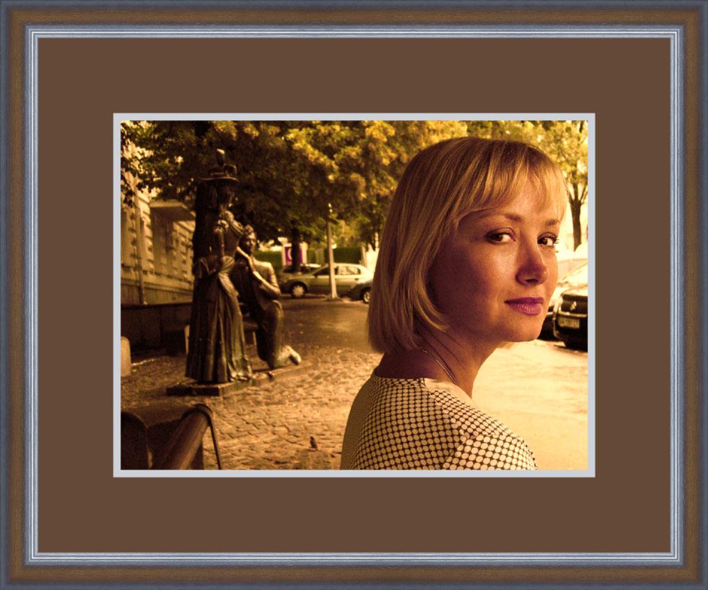 Julia mit Rahmen_04