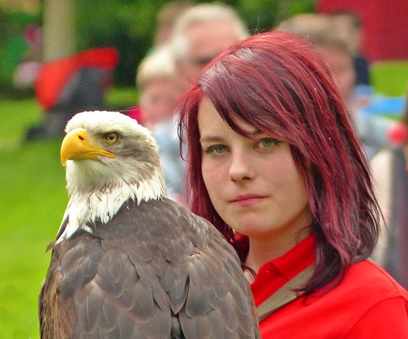 Junge Frau mit Adler!