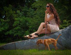 ~ junge Frau mit Hund ~