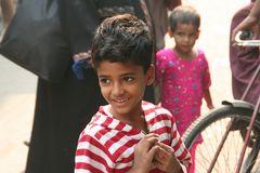 Junge in Dehli Indien ca-15-color +SW