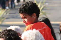 Junge in Lissabon auf Tribuene Ü678K SW+Color