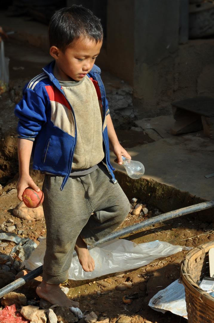 Junge in Muang Khua (Laos)