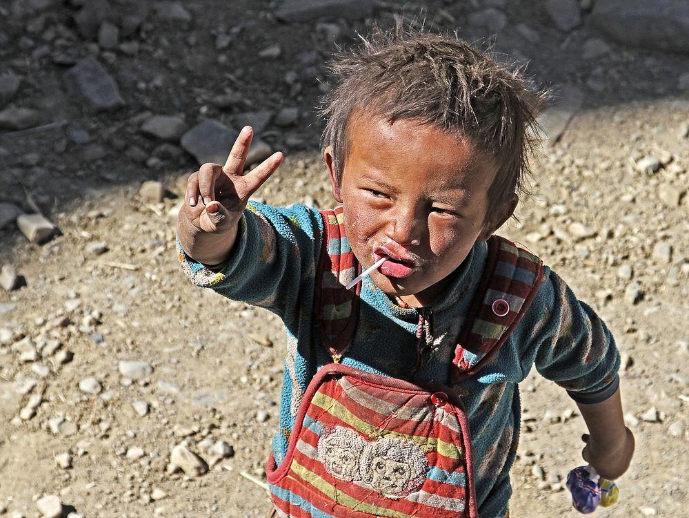 Junge in Tibet am Qomolangma Nationalpark