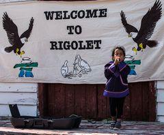 Junge Inuit Künstlerin         DSC_2351