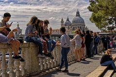 Junge Leute von heute in Venedig