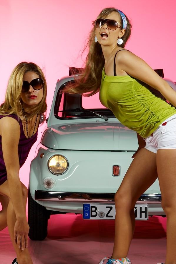 Junge Mädels - Alte Autos I Foto & Bild | usertreffen