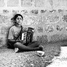 Junge mit Akkordeon
