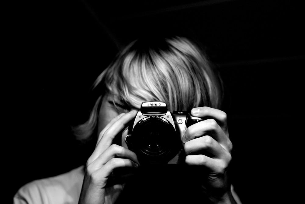 Junge mit Foto