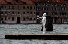 Junge mit Frosch in Venedig