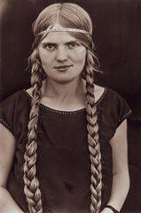 Junge Solingerin im Jahre 1924...    .120_2822