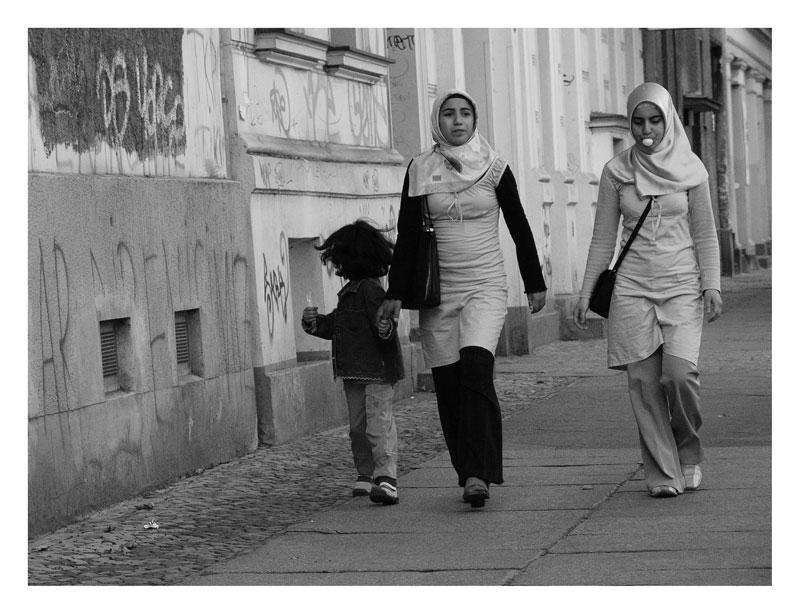 Junge Türkinnen in X-berg Foto & Bild   streetfotografie