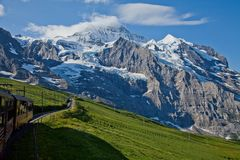 Jungfrau ( 4.158 m) und Jungfraujoch