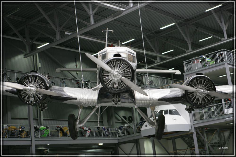 Junkers JU-52 - eine Front der Kraft