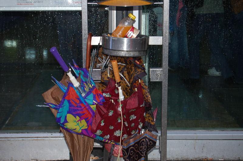 (k) ein Schirmständer