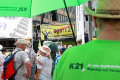 K21 Kundgebung 6.6.2015 SUENDE Stuttgart EvKT +TEXT TRAVELLING SBAHN