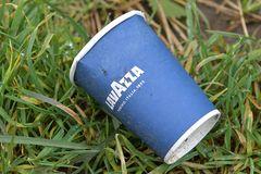 Kaffeebecher: Der Blaue von Lavazza ist auch dabei