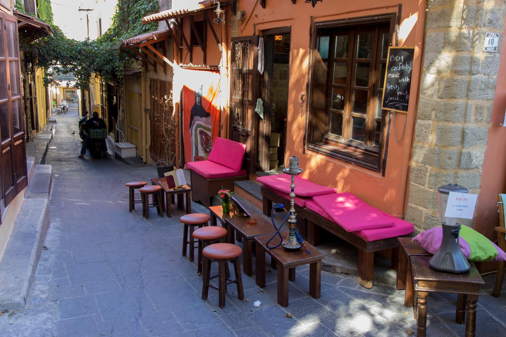 Kaffeestube in den Gassen von Rhodos Altstadt