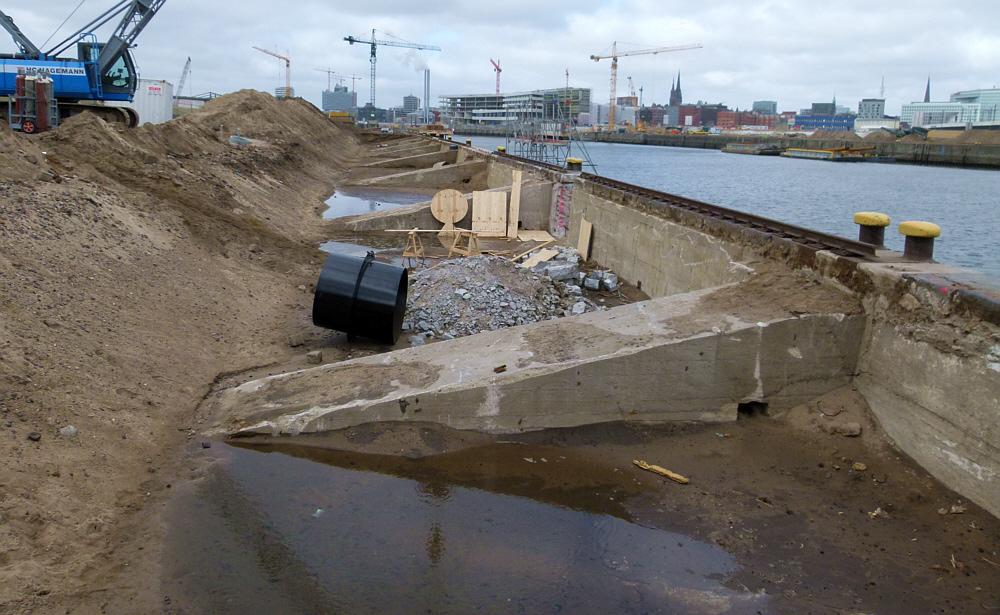 Kaimauern werden für eine Brücke vorbereitet