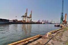 Kaiser-Wilhelm-Hafen Hamburg .