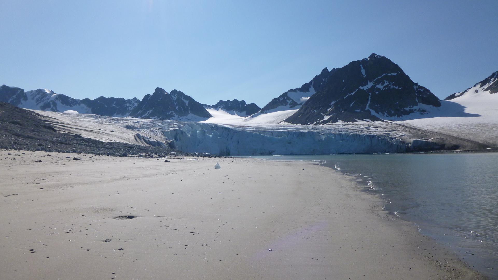 Kalbender Gletscher auf Spitzbergen