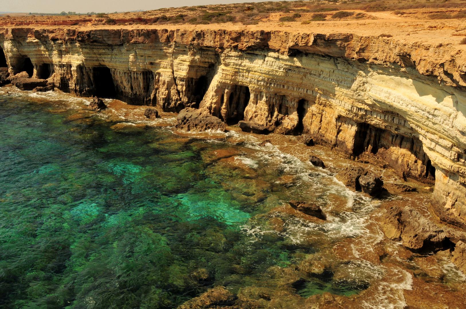 Kalksteinfelsen an der Küste bei Agia Napa