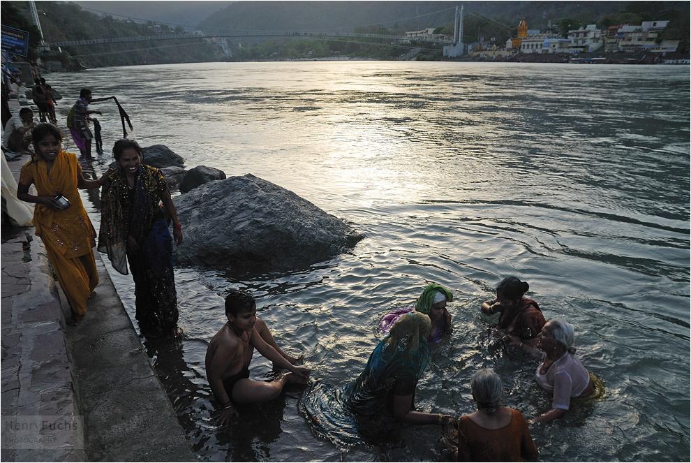 Kalt ist das Wasser, doch Shiva wartet nicht...
