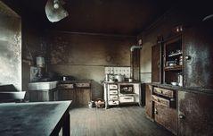* kalte Küche im krummen Haus *