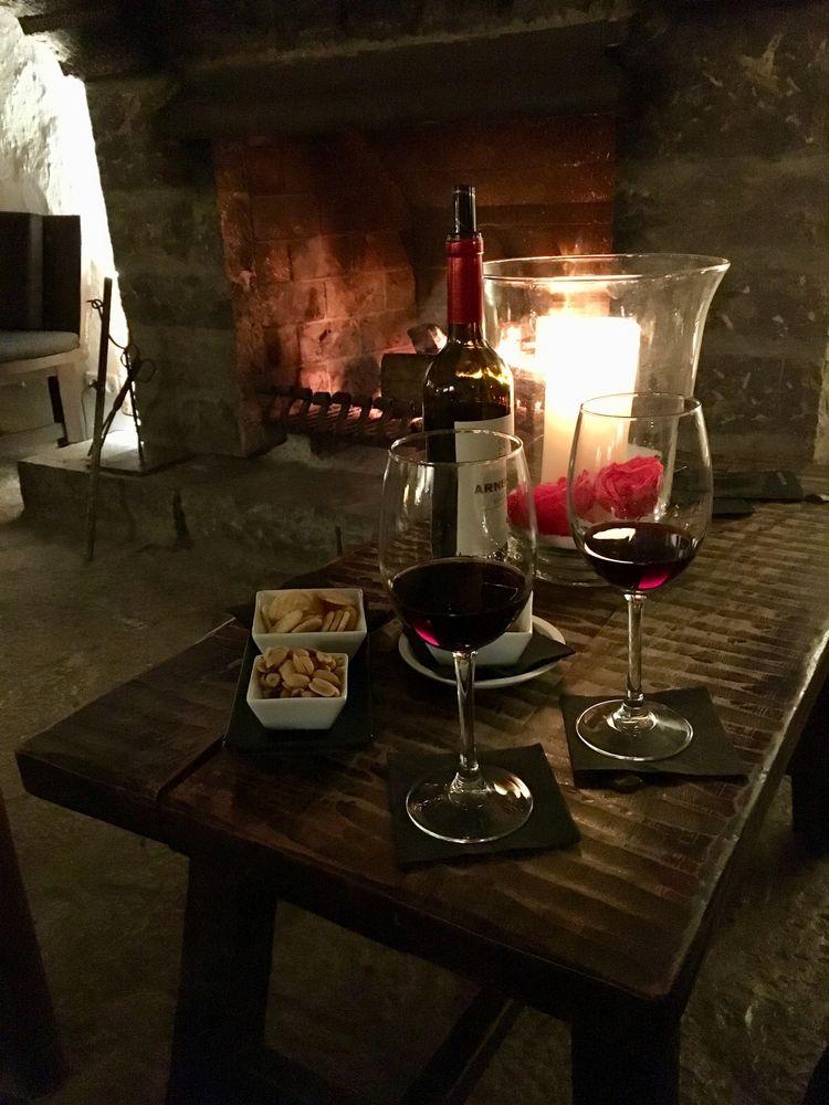 Kamin, Kerzen, Knabbern, Käse - und Rotwein ;-)