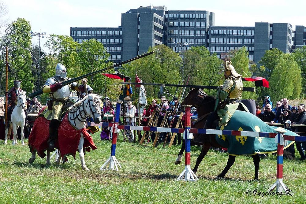 Kampfszene - mittelalterlicher Markt Neuss