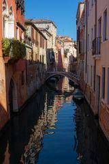 Kanal mit Brücke