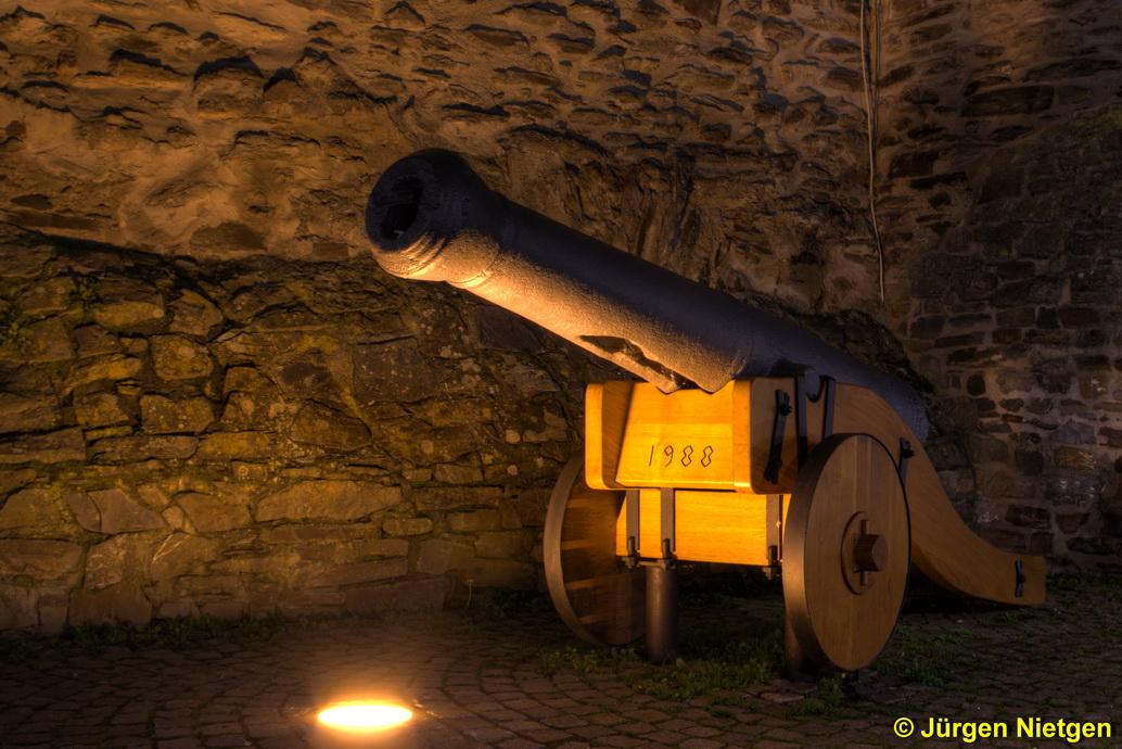 Kanone bei Nacht