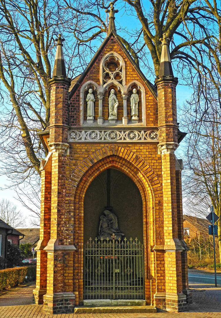 Kapelle im Licht der Nachmittagssonne