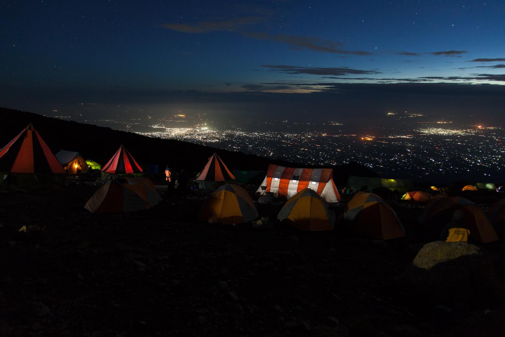 Karanga Camp bei Nacht